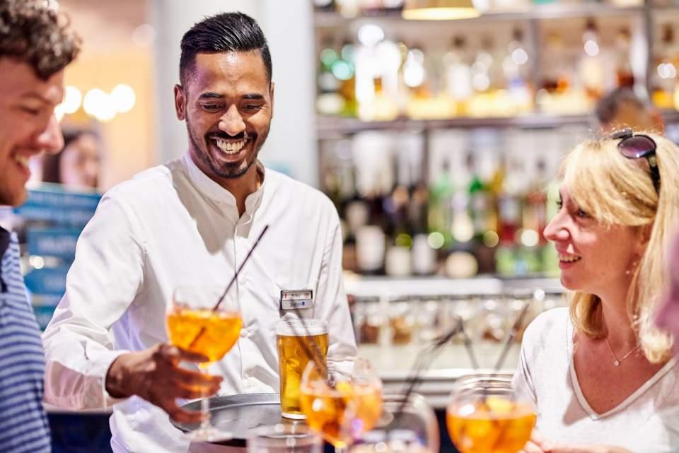 Equipe Brasserie Bar - Le Quai du 7ème, Brasserie Vieux Port de Marseille